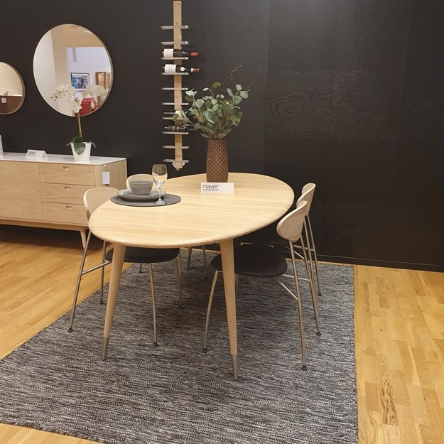 Bild på Point matbord inkl Stone stolar ifrån Naver Collection (butiks ex)